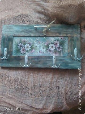 Сегодня  решила показать Вам вешалку,сделанную из дверцы  от шкафа. фото 2