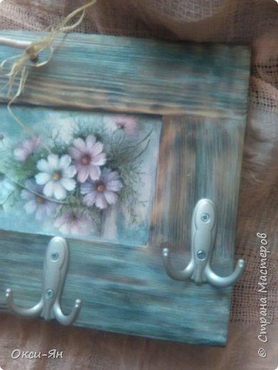 Сегодня  решила показать Вам вешалку,сделанную из дверцы  от шкафа. фото 3
