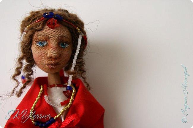 Всем здравствуйте! Выставляю на ваш суд новую куколку! :) Делала ее в подарок маме на 8 марта.  фото 3