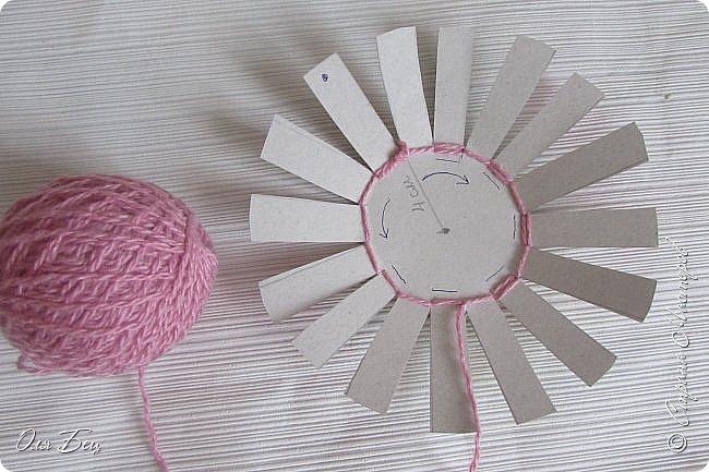 Здравствуйте! Всех с наступающим праздником, женским днём 8 Марта! Вот такие подарочки можно приготовить для девочек в классе:))) Плетёную корзиночку ( она получается сразу двусторонняя) и блокнотик:))) фото 6