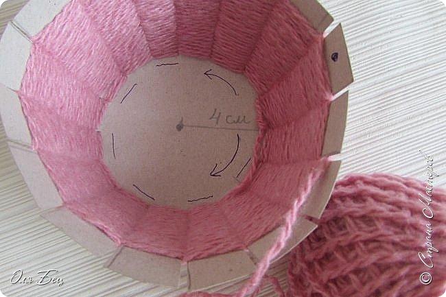 Здравствуйте! Всех с наступающим праздником, женским днём 8 Марта! Вот такие подарочки можно приготовить для девочек в классе:))) Плетёную корзиночку ( она получается сразу двусторонняя) и блокнотик:))) фото 10