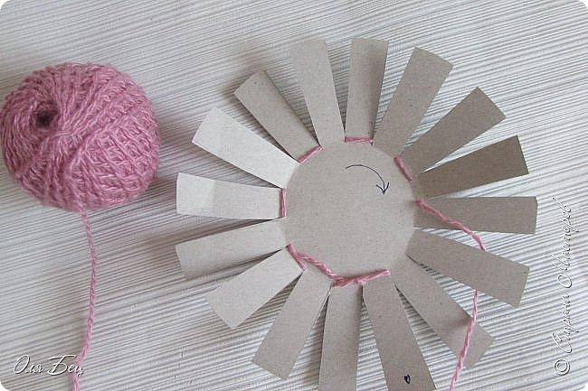 Здравствуйте! Всех с наступающим праздником, женским днём 8 Марта! Вот такие подарочки можно приготовить для девочек в классе:))) Плетёную корзиночку ( она получается сразу двусторонняя) и блокнотик:))) фото 4