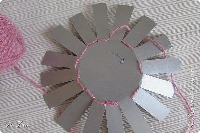 Здравствуйте! Всех с наступающим праздником, женским днём 8 Марта! Вот такие подарочки можно приготовить для девочек в классе:))) Плетёную корзиночку ( она получается сразу двусторонняя) и блокнотик:))) фото 5