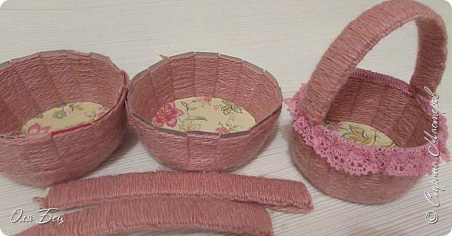 Здравствуйте! Всех с наступающим праздником, женским днём 8 Марта! Вот такие подарочки можно приготовить для девочек в классе:))) Плетёную корзиночку ( она получается сразу двусторонняя) и блокнотик:))) фото 15