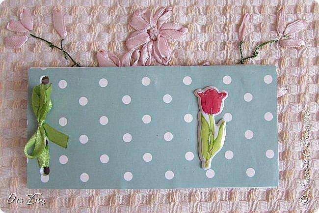 Здравствуйте! Всех с наступающим праздником, женским днём 8 Марта! Вот такие подарочки можно приготовить для девочек в классе:))) Плетёную корзиночку ( она получается сразу двусторонняя) и блокнотик:))) фото 23