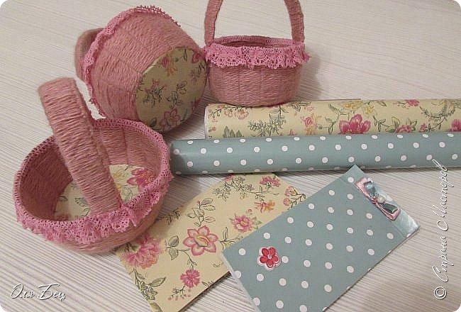 Здравствуйте! Всех с наступающим праздником, женским днём 8 Марта! Вот такие подарочки можно приготовить для девочек в классе:))) Плетёную корзиночку ( она получается сразу двусторонняя) и блокнотик:))) фото 3