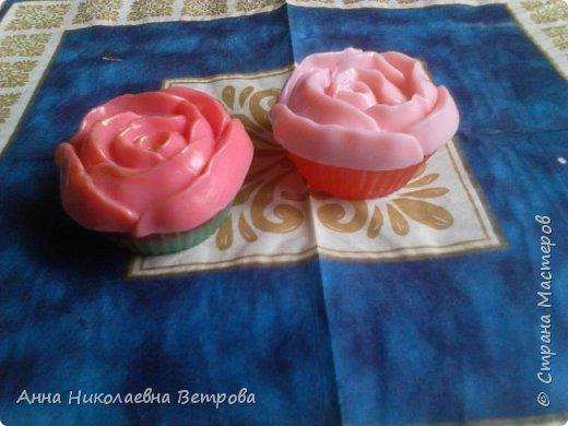 Здравствуйте, сегодня я расскажу как сделать красивое мыло, в виде розы. фото 1
