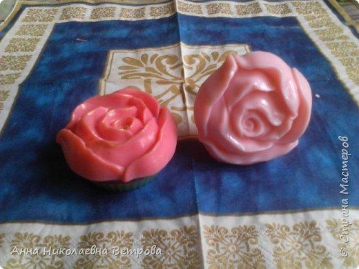 Здравствуйте, сегодня я расскажу как сделать красивое мыло, в виде розы. фото 2