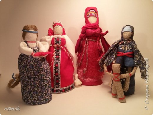 Куклы были созданы для подарка хозяйке дома, в котором живут четыре очень разные представительницы женского рода.  В подарочном варианте - собраны вместе спина-к-спине и перевязаны красной обережной лентой. фото 1