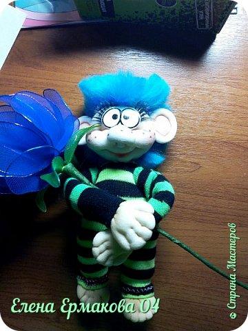 """Однажды увидев игрушки Елены Лаврентьевой я """"потеряла дар речи"""". Они были такие классные, такие забавные их хотелось потрогать и прижать к себе. Я купила колготки и тоже решила попробовать сотворить куколку. Правда то что у меня получилось, мало было похоже на куклу. Но я пробовала и пробовала. И наконец у меня стало получаться. Вот некоторые из моих творений и творений моих учениц. фото 6"""
