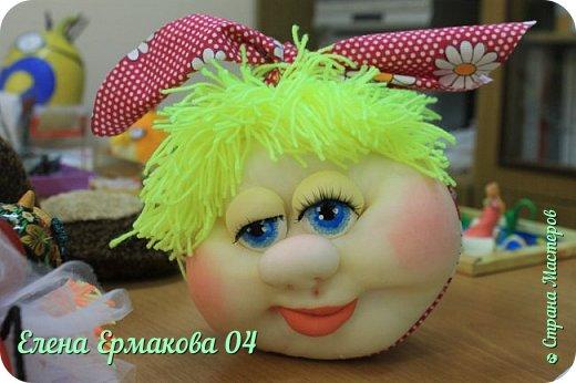 """Однажды увидев игрушки Елены Лаврентьевой я """"потеряла дар речи"""". Они были такие классные, такие забавные их хотелось потрогать и прижать к себе. Я купила колготки и тоже решила попробовать сотворить куколку. Правда то что у меня получилось, мало было похоже на куклу. Но я пробовала и пробовала. И наконец у меня стало получаться. Вот некоторые из моих творений и творений моих учениц. фото 8"""