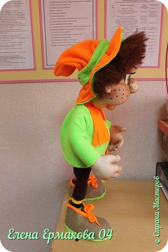 """Однажды увидев игрушки Елены Лаврентьевой я """"потеряла дар речи"""". Они были такие классные, такие забавные их хотелось потрогать и прижать к себе. Я купила колготки и тоже решила попробовать сотворить куколку. Правда то что у меня получилось, мало было похоже на куклу. Но я пробовала и пробовала. И наконец у меня стало получаться. Вот некоторые из моих творений и творений моих учениц. фото 5"""