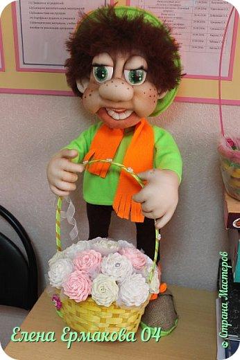 """Однажды увидев игрушки Елены Лаврентьевой я """"потеряла дар речи"""". Они были такие классные, такие забавные их хотелось потрогать и прижать к себе. Я купила колготки и тоже решила попробовать сотворить куколку. Правда то что у меня получилось, мало было похоже на куклу. Но я пробовала и пробовала. И наконец у меня стало получаться. Вот некоторые из моих творений и творений моих учениц. фото 3"""