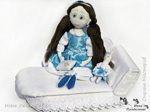 Мне очень нравится процесс создания текстильной куклы.  Вот решила поделиться своими первыми куколками. Это здорово - создавать такие вещи, отношусь к ним бережно и долго радуюсь результатом. фото 2