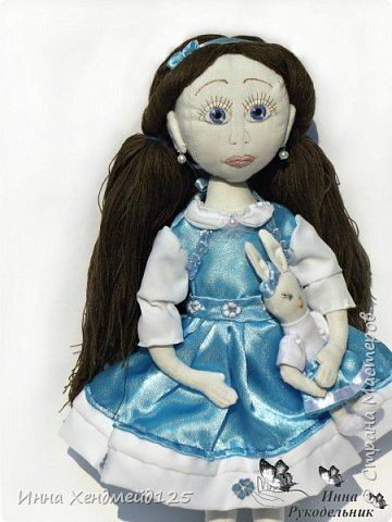 Мне очень нравится процесс создания текстильной куклы.  Вот решила поделиться своими первыми куколками. Это здорово - создавать такие вещи, отношусь к ним бережно и долго радуюсь результатом. фото 4