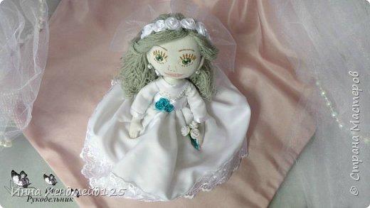 Мне очень нравится процесс создания текстильной куклы.  Вот решила поделиться своими первыми куколками. Это здорово - создавать такие вещи, отношусь к ним бережно и долго радуюсь результатом. фото 11