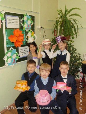 Дети вместе с родителями приняли участие в конкурсе. В начальной школе состоялась презентация-дефиле своих шляп под музыку и аплодисменты.  фото 2