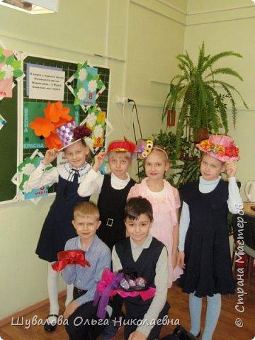 Дети вместе с родителями приняли участие в конкурсе. В начальной школе состоялась презентация-дефиле своих шляп под музыку и аплодисменты.  фото 3