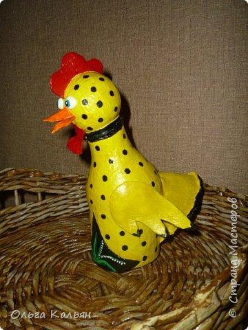 Продолжаю утилизировать электрические лампочки. Вот такая курица (с ветрянкой) у меня получилась. Правда недолго она будет в моем курятнике-улетает к моей подруге (в её курятник). фото 2