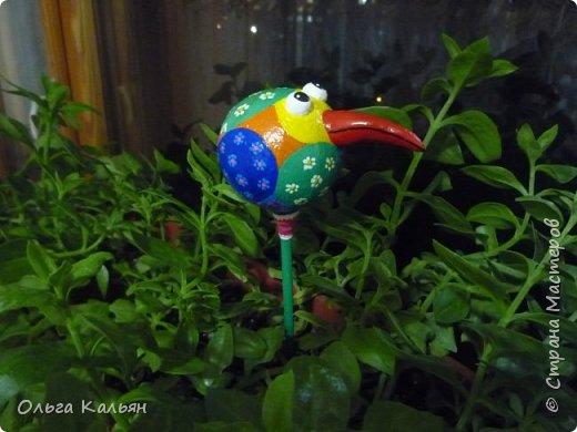 Продолжаю утилизировать электрические лампочки. Вот такая курица (с ветрянкой) у меня получилась. Правда недолго она будет в моем курятнике-улетает к моей подруге (в её курятник). фото 4
