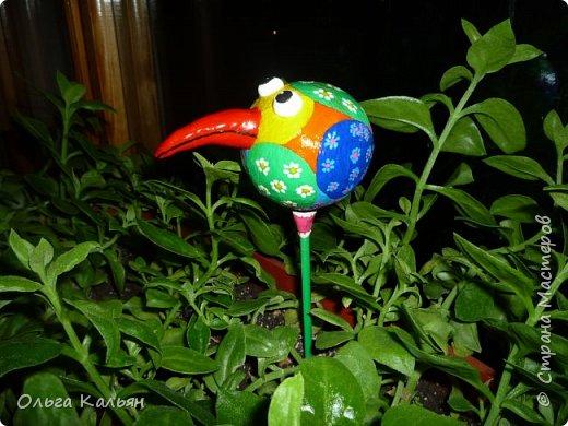 Продолжаю утилизировать электрические лампочки. Вот такая курица (с ветрянкой) у меня получилась. Правда недолго она будет в моем курятнике-улетает к моей подруге (в её курятник). фото 5