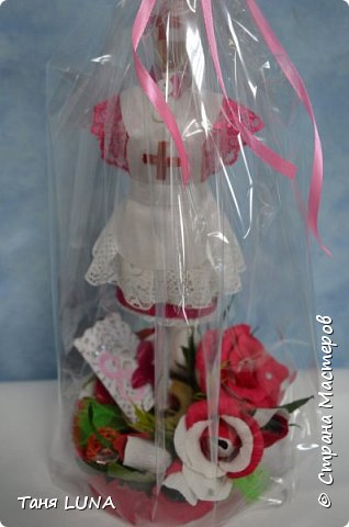 мини-манекен медсестра, для школьного мед. работника и букетик с конфетками. фото 2