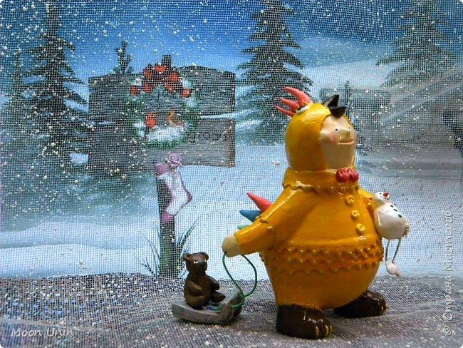 Всем привет, дорогие Мастерицы и Мастера! О-хо-хох, вся Страна уже к 8 марта готовится, а я еще не все зимние работы показала!))) Знакомьтесь, это Петенька и наряжен он в костюмчик цыпленка) фото 7
