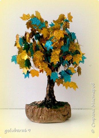 Ещё одно деревце из пайеток.