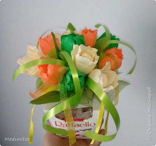 Корзина с конфетами и оформление рафаэлло. фото 4