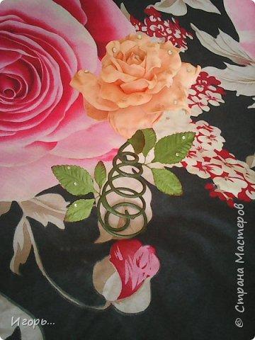 """Сувенир к 8 марта """"Роза на стебле"""". Изготавливается очень просто: сначала по конусу скручивается проволока, затем обматывается тейп лентой, отдельно изготовили розу из фоамирана, листья готовые купленные, немного розу затонировали тенями закрепив лаком для волос, украсили стразами.  фото 1"""
