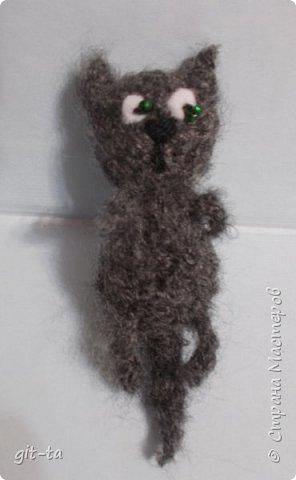 """Готовилась к выставке """"Котовасия""""-5, которая не состоялась, к сожалению, да решила собрать всех котов, что были связаны к этому случаю и раньше. Первая игрушка, это Кот-сибарит. Связан по рисунку Натальи Илларионовой. фото 13"""