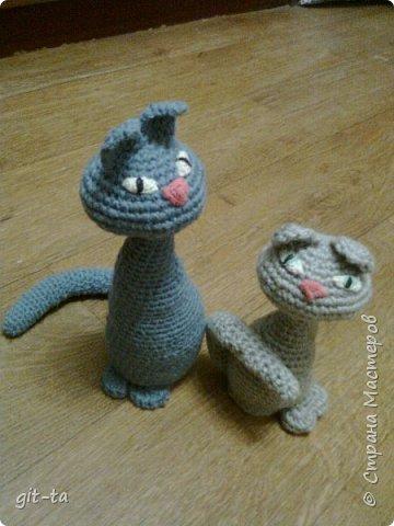 """Готовилась к выставке """"Котовасия""""-5, которая не состоялась, к сожалению, да решила собрать всех котов, что были связаны к этому случаю и раньше. Первая игрушка, это Кот-сибарит. Связан по рисунку Натальи Илларионовой. фото 10"""