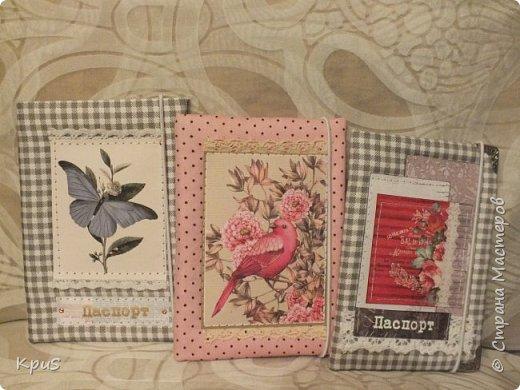 И снова здравствуйте! В подарок родственникам мужа сделала тканевые обложки для паспорта. Надеюсь, они останутся довольны, поскольку делала с любовью и усердием. фото 8