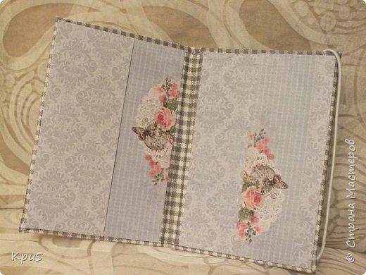 И снова здравствуйте! В подарок родственникам мужа сделала тканевые обложки для паспорта. Надеюсь, они останутся довольны, поскольку делала с любовью и усердием. фото 3