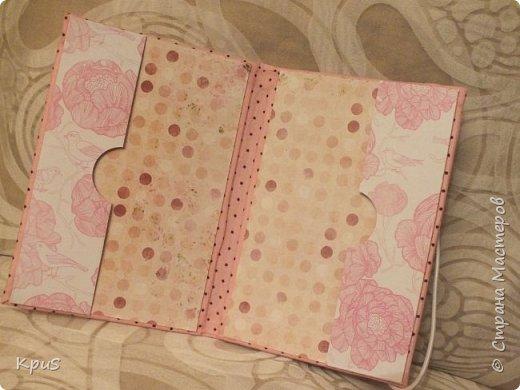 И снова здравствуйте! В подарок родственникам мужа сделала тканевые обложки для паспорта. Надеюсь, они останутся довольны, поскольку делала с любовью и усердием. фото 5
