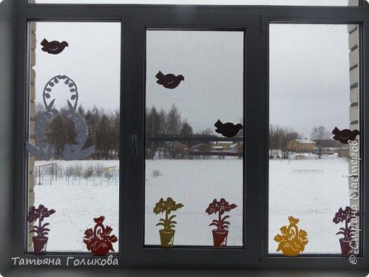 Украшаем окна в школе фото 3