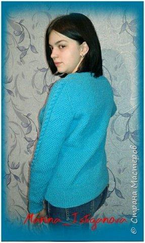 К концу зимы связала я вот такой яркий пуловер цвета весеннего неба для своей коллеги. Захотелось девушке ярких красок Демонстрирует модель моя доченька.  фото 5