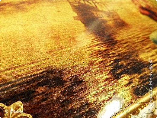 Шкатулка была создана на моём закрытом мк. Фон с помощью потали, приклеенной на необычное для приклеивания средство. Вживление в поталь, работа контурами, прокрашивание и подбор фурнитуры. фото 8