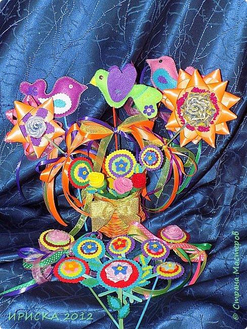 Девочек, девушек, мам и бабушек с весенним 8 марта поздравляю!!! Посмотрите за окошко, стало там теплей немножко. Главный праздник наступает, солнышко его встречает!!! Счастья, здоровья, любви, вдохновения и массы времени на творчество!!! И пусть Ваше творчество приносит удовольствие и благополучие!!! фото 1
