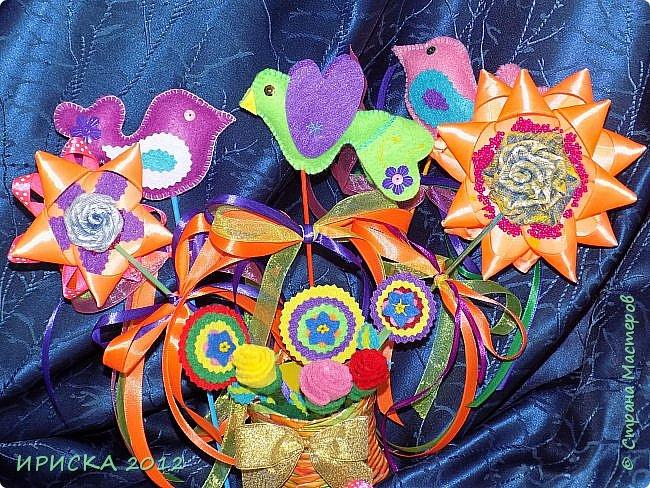 Девочек, девушек, мам и бабушек с весенним 8 марта поздравляю!!! Посмотрите за окошко, стало там теплей немножко. Главный праздник наступает, солнышко его встречает!!! Счастья, здоровья, любви, вдохновения и массы времени на творчество!!! И пусть Ваше творчество приносит удовольствие и благополучие!!! фото 2