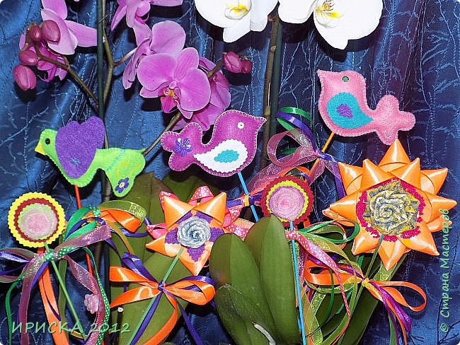 Девочек, девушек, мам и бабушек с весенним 8 марта поздравляю!!! Посмотрите за окошко, стало там теплей немножко. Главный праздник наступает, солнышко его встречает!!! Счастья, здоровья, любви, вдохновения и массы времени на творчество!!! И пусть Ваше творчество приносит удовольствие и благополучие!!! фото 3
