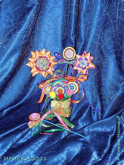 Девочек, девушек, мам и бабушек с весенним 8 марта поздравляю!!! Посмотрите за окошко, стало там теплей немножко. Главный праздник наступает, солнышко его встречает!!! Счастья, здоровья, любви, вдохновения и массы времени на творчество!!! И пусть Ваше творчество приносит удовольствие и благополучие!!! фото 15