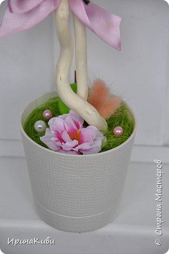 """Опять довелось делать мои любимые топиарии из сизалевых шариков. Сделала 6 деревьев за несколько дней к женскому празднику.  Очередной вариант """"Яблочной нежности"""". Очень нравится сочетание зеленых и розовых цветов - такое нежное и весеннее. фото 3"""