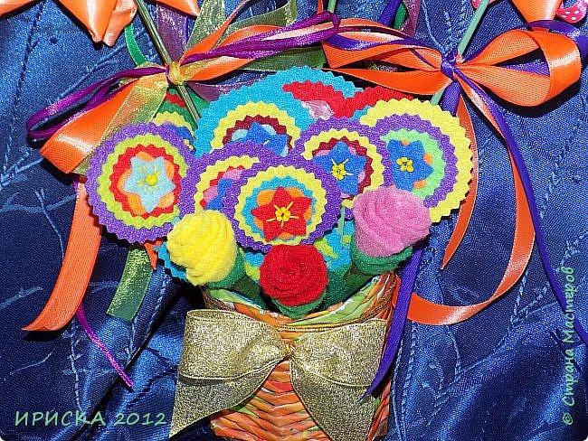 Девочек, девушек, мам и бабушек с весенним 8 марта поздравляю!!! Посмотрите за окошко, стало там теплей немножко. Главный праздник наступает, солнышко его встречает!!! Счастья, здоровья, любви, вдохновения и массы времени на творчество!!! И пусть Ваше творчество приносит удовольствие и благополучие!!! фото 22