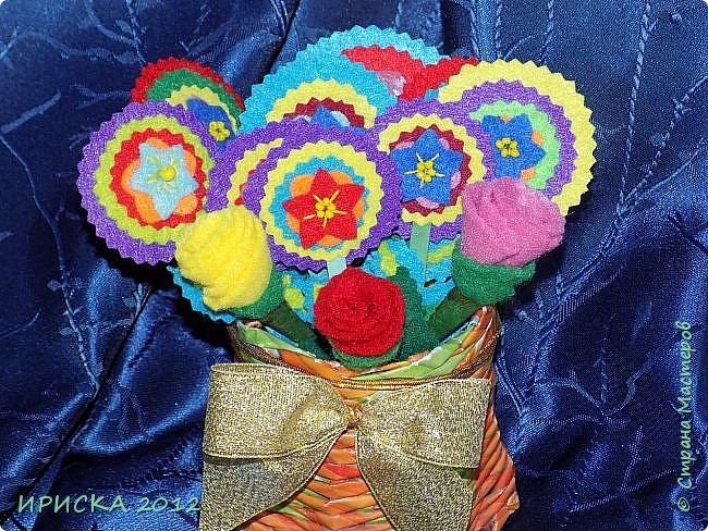 Девочек, девушек, мам и бабушек с весенним 8 марта поздравляю!!! Посмотрите за окошко, стало там теплей немножко. Главный праздник наступает, солнышко его встречает!!! Счастья, здоровья, любви, вдохновения и массы времени на творчество!!! И пусть Ваше творчество приносит удовольствие и благополучие!!! фото 24