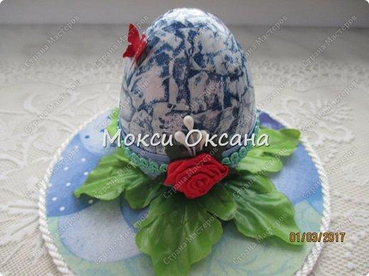 Идею яйца сделала по этому МК http://stranamasterov.ru/node/759740?c=favorite_1149 ,правда не много по своему.яйцо брала пластиковое. и ничем кроме журнальных страниц его не обклеивала. фото 4