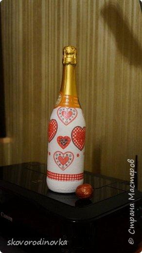 Декор бутылки валентинками фото 2