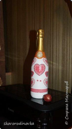 Декор бутылки валентинками фото 1