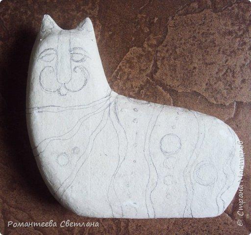 Здравствуйте жители страны мастеров! Представляю вам небольшой МК по созданию кота. Для работы нам понадобятся: 1. Выкройка изделия; 2. Пенопласт; 3. Масса папье - маше; 4. Холодный фарфор; 5. Стеклянные камушки; 6. Акриловые краски; 7. Канцелярский нож. фото 6