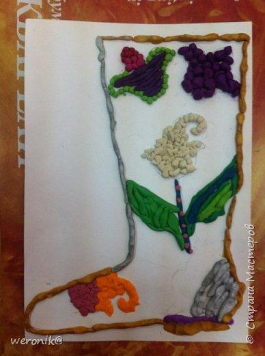 Выдавался шаблон сапожка и несколько маленьких шаблонов для декорирования, надо было создать композицию на сапожке, а потом, используя только жгутики и шарики из пластилина, выполнить в цвете. фото 5